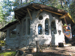 Cob house on Lasqueti Island (photo by Chelsey Braham).